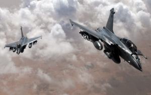 Two French Rafale Break Formation Over Mali(USAF Photo, 1Lt Christopher Mesnard)
