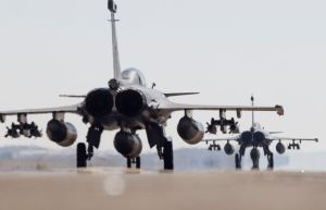 French Air Force Rafale Prepare for a Mission Against the Islamic State(Ministère de la Défense Photo)